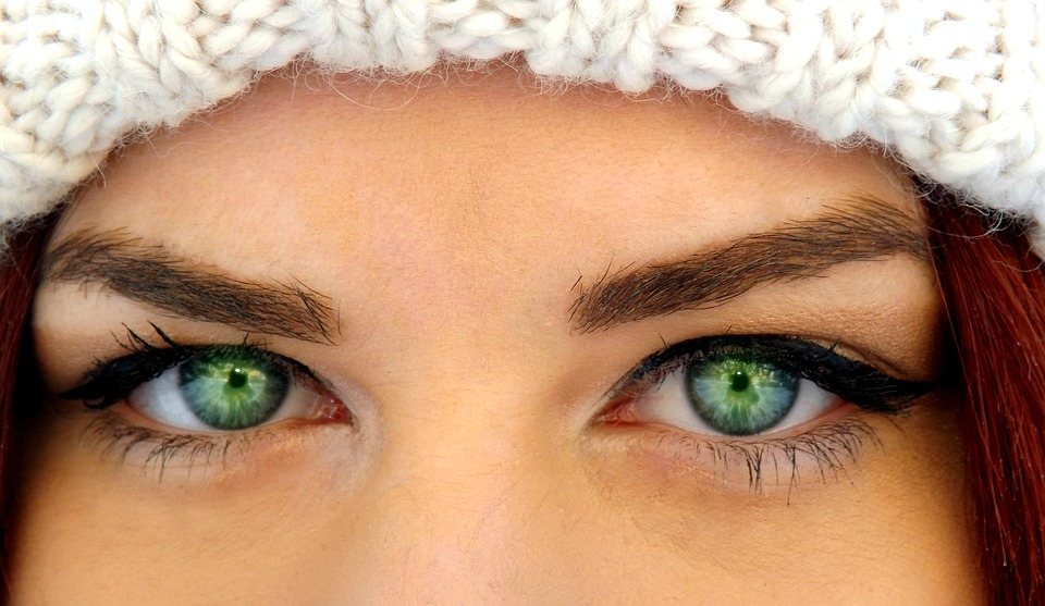 Things to remember when wearing colored contacts