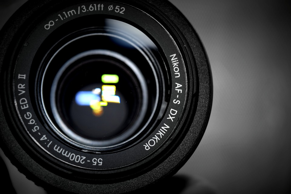 5 Essential DSLR Camera Accessories to Buy