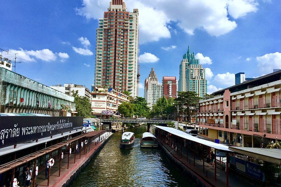 Exploring Bangkok's Entertainment Capital: 5 Fun Activities to Try at Ratchadaphisek