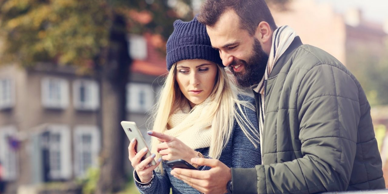 Navigate the Waters of Traditional Online Dating Sites and Trendy Apps