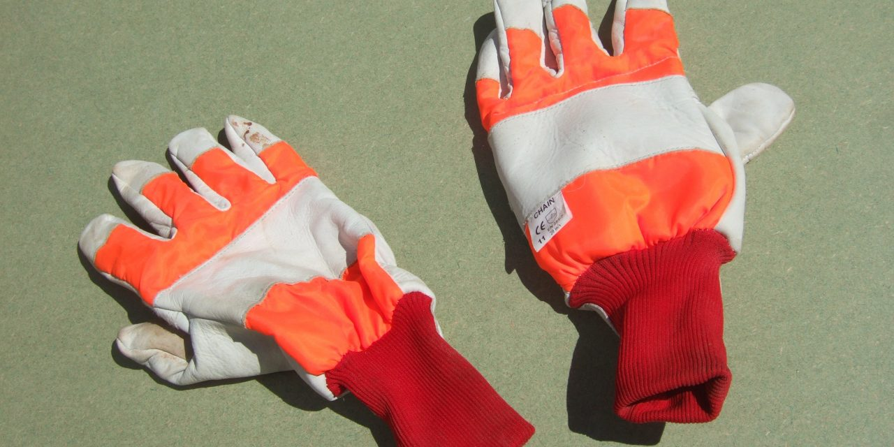 When should safety gloves be worn?