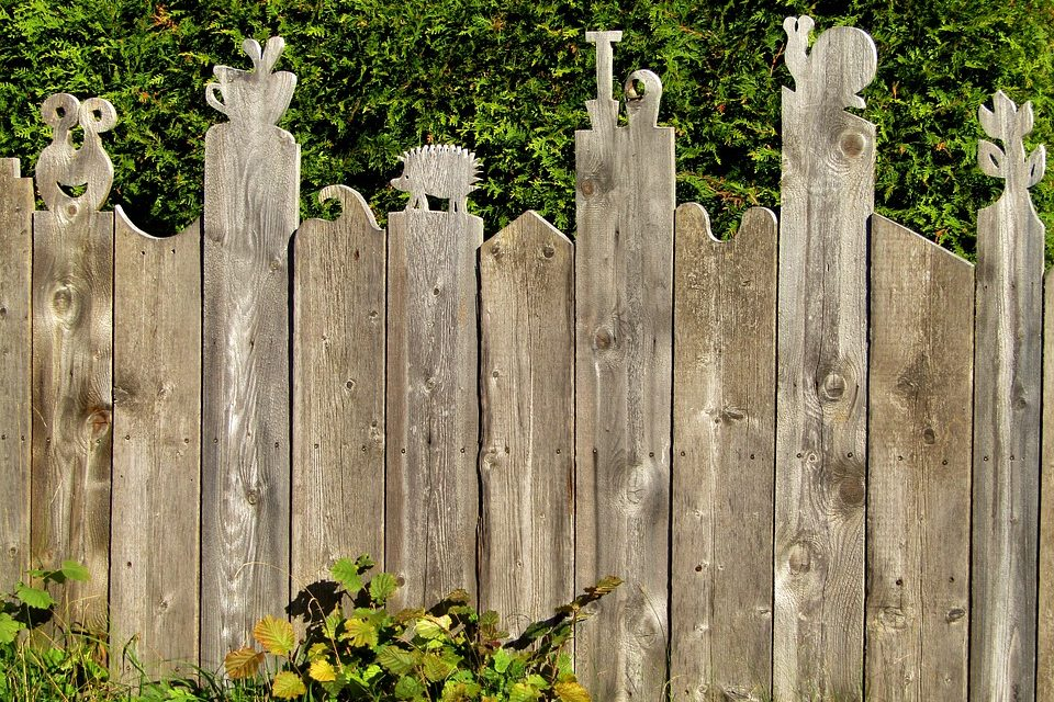 Fence Replacement Etiquette: Dealing With Neighbors