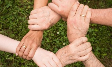 5 EFFECTIVE WAYS TO CONTRIBUTE IN THE SOCIETY AS A SOCIAL WORKER