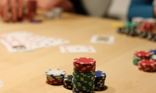 How to spot a bluff from an inexperienced poker player