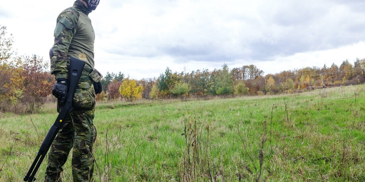 How to Layer Clothing to Stay Warm in Cold Hunting Conditions?