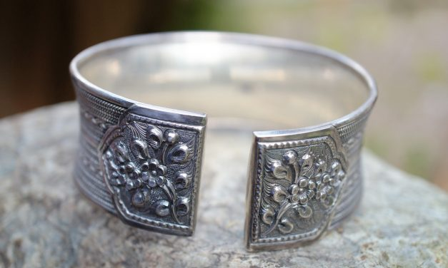 What is 925 sterling silver and how to identify it for retailers.